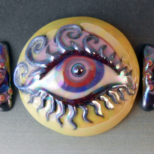 Eye Cabochon with Companion Mini Cabs